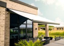 Elegant og robust Benchmark-markise til overdækning af terrasse eller altan.